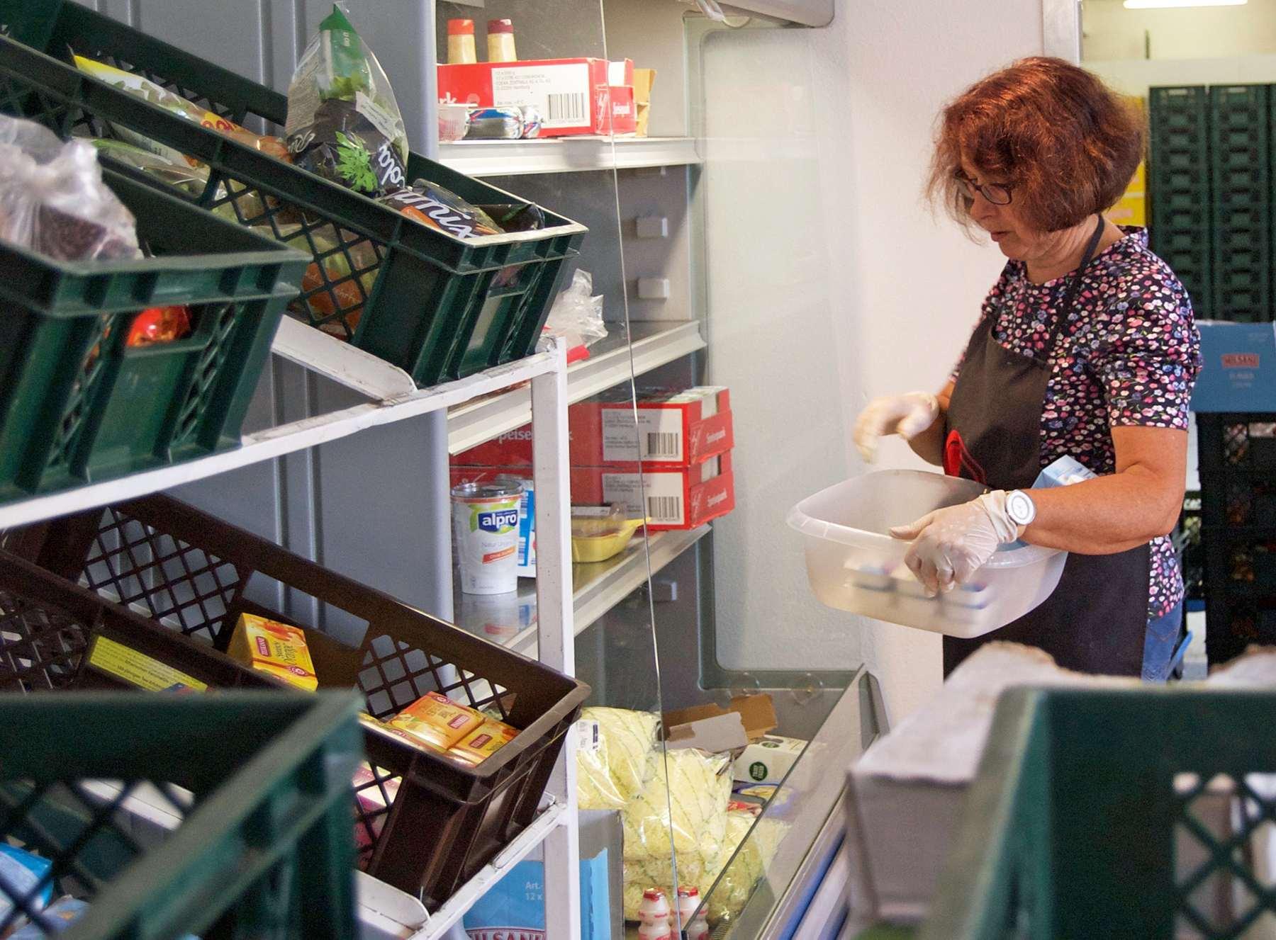 Tafel solingen über 60 ehrenamtliche helfer kümmern sich täglich
