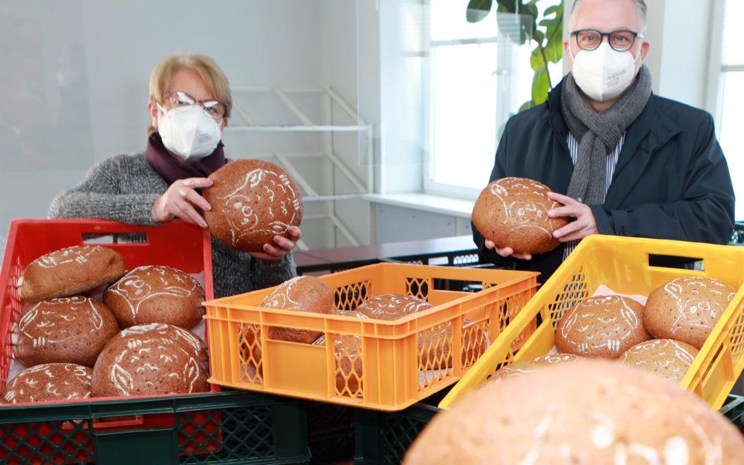 Brangs & Heinrich spendet 300 Tierpark-Brote an die Tafel